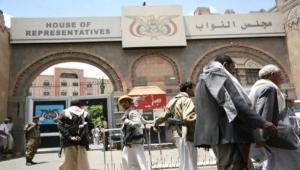 ناشط يمني: السعودية جمعت مجلس النواب للتوقيع على بيع سقطرى والمهرة