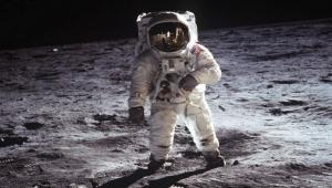 """الصورة """"الأكبر في العالم"""" لهبوط """"أبولو 11"""" على القمر!"""