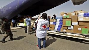 عمال إغاثة الأمم المتحدة وقادة حوثيون يثّرون أنفسهم من مساعدات اليمنيين