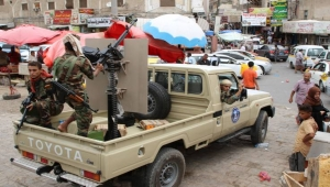"""عدن.. قتلى مدنيون بقصف """"الحزام الأمني"""" ورقعة المعارك تتوسع والسكان محاصرون في منازلهم"""