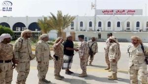 كلاب بوليسية واغتصاب جنسي .. معتقل سابق في مطار الريان يكشف فظائع من تعذيب القوات الإماراتية للمعتقلين