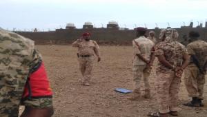 """قائد الشرطة العسكرية في سقطرى يؤكد على منع """"المظاهر المسلحة"""" في الشوارع"""