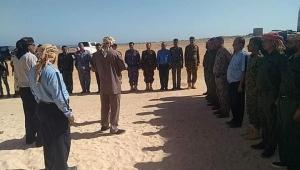 """قائد عسكري يسيطر على معسكر لـ""""حلفاء الإمارات"""" في """"قلنسية"""" بسقطرى"""