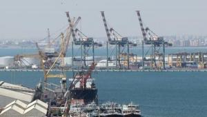 اللجنة العمالية: مليشيات الانتقالي حولت ميناء الحاويات إلى ثكنة عسكرية ونفرت المستثمرين