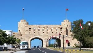 السلطات العمانية تقرر رفع الإغلاق الصحي عن مسقط اعتبارا من الجمعة