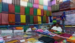 اليمن.. أسواق الملابس تتحدى كورونا
