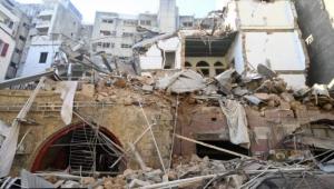 انفجار بيروت: لماذا يطالب الحريري وجنبلاط بتحقيق دولي ويرفضه عون ونصر الله؟
