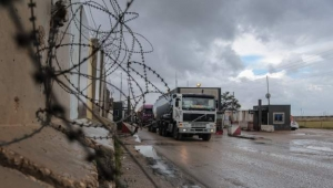 إسرائيل تعلق مرور البضائع عبر معبر مع غزة ردا على البالونات الحارقة التي تنطلق من القطاع