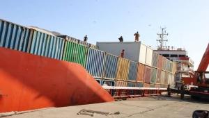 الإمارات تفرغ السفينة الراسية في ميناء سقطرى وتنقل حمولتها دون تفتيش