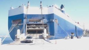 ارتفاع عدد المركبات المستوردة إلى اليمن عبر ميناء صلالة العماني مع تعطيل التحالف للموانئ اليمنية