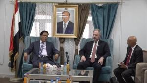 زيارة السفير الأمريكي إلى المهرة..  محاولة سعودية أخيرة لتسويق أكذوبة الإرهاب قبل رحيل ترامب