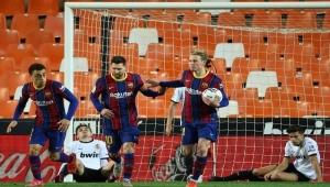 برشلونة يُشعل المنافسة على اللقب بفوز مثير على فالنسيا