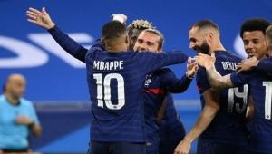 فرنسا تحتفي بعودة بنزيمة بثلاثية في مرمى ويلز