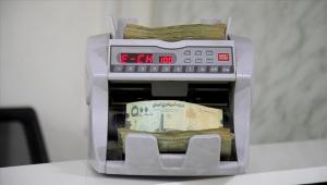 انهيار العملة.. محنة قاسية يتجرع مرارتها اليمنيون