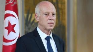 الرئيس التونسي يقيل رئيس الحكومة ويجمّد عمل البرلمان