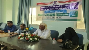 اتحاد النقابات بالمهرة يطالب بوقف تدهور العملة ويتوعّد بالتصعيد