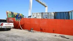 سقطرى.. سفينة إماراتية تفرغ حمولة مشبوهة في ميناء الأرخبيل