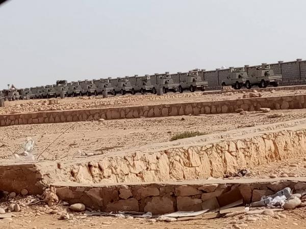 شاهد بالصور.. القوات السعودية بالغيظة تسحب العربات المدرعة من الشرطة العسكرية بعد رفضها تنفيذ توجيهات  بمواجهة قبائل المهرة