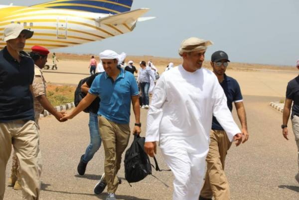 سكان: الحاكم العسكري الإماراتي يصل جزيرة سقطرى
