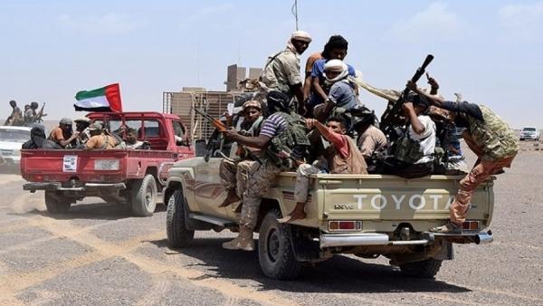 حشود عسكرية إلى أبين ومليشيات الانتقالي تواصل حفر الخنادق