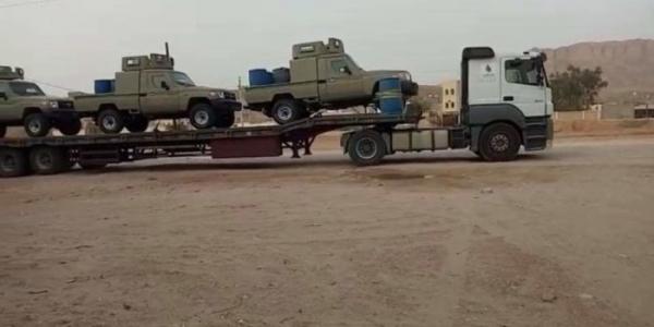شهود: احتراق ناقلة عسكرية سعودية تحمل سيارات شرقي اليمن