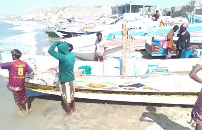 تعرضوا للتعذيب وصودرت ممتلكاتهم ..الحوثيون يعلنون إفراج السعودية عن 1 صيادا يمنيا