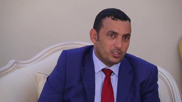 محافظ سقطرى ينشر تفويضاً مهماً لصرف مرتبات القطاع الحكومي