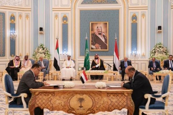 اتفاق الرياض معرض للفشل.. الرئيس هادي متمسك بتراتبية التنفيذ، والانتقالي يلّوح بالخيار العسكري