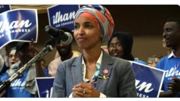 إلهان عمر تفوز بالانتخابات التمهيدية للحزب الديمقراطي الأمريكي