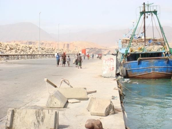 اختلاق الأزمات.. المهرة: السعودية تمنع دخول السفن التجارية إلى ميناء نشطون