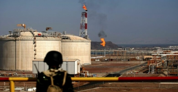 من الغاز إلى التعذيب.. منشأة يمنية حولتها الإمارات سجنا