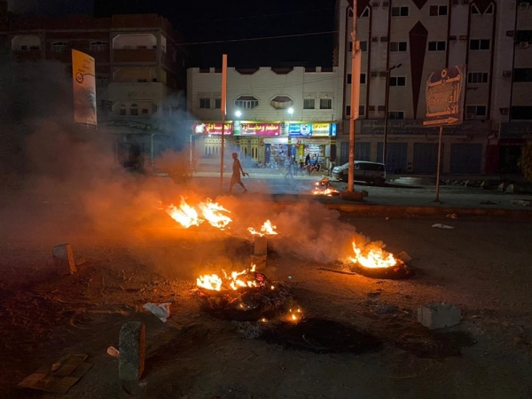 اصابة 12 مدنياً بانفجار قنبلة يدوية