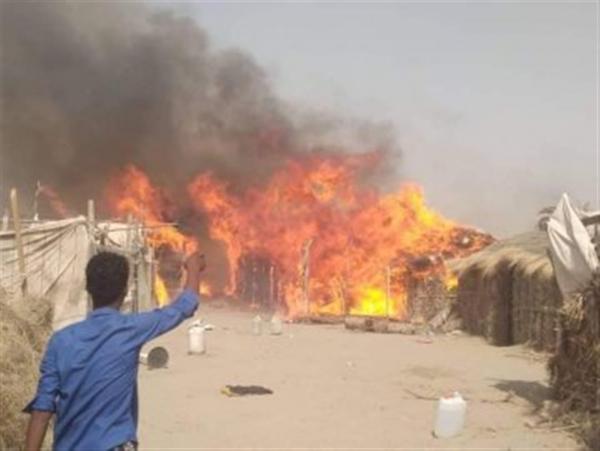 حريق هائل يلتهم منازل للنازحين في الحديدة