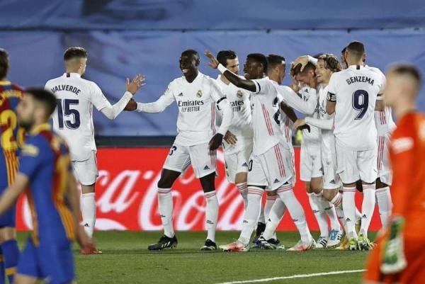 الريال يعتلي صدارة الليجا بانتصار مثير على برشلونة