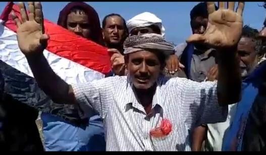 """سقطرى.. وفاة الشاعر مرجان صاحب مقولة """"سقطرى لا تباع بقرص خبرٍ""""التي أشعلت مواقع التواصل"""