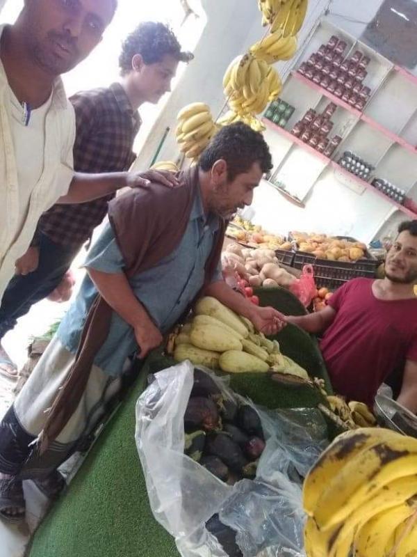 المهرة.. فريق من مكتب الزراعة والري يطلع على الأسعار في سوق الجملة