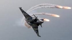 جماعة الحوثي: طيران التحالف شن 12 غارة على مواقع بمأرب