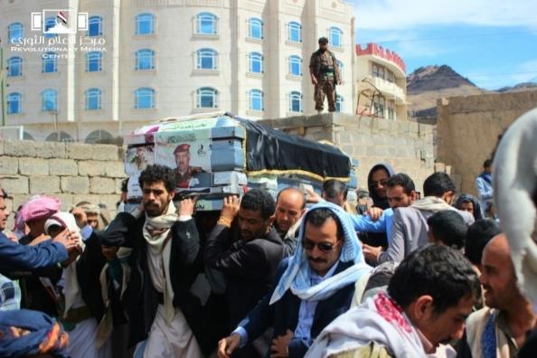 الحوثيون يشيعون جثمان اللواء يحيى الشامي
