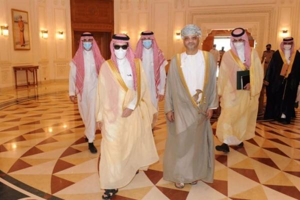 وزير الخارجية السعودي يصل إلى سلطنة عمان