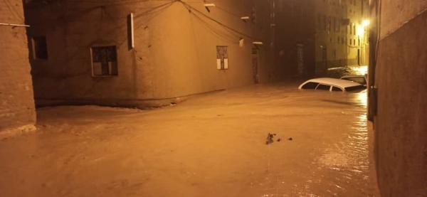 المدينة منكوبة.. وفاة وإصابة 6 مواطنين جراء تدفق السيول في تريم