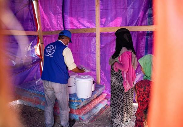 الهجرة الدولية توزع حقائب مأوى على أكثر من 200 أسرة في المخا