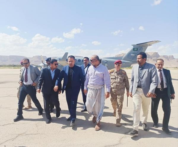 رئيس الحكومة يصل سيئون قادماً من مأرب