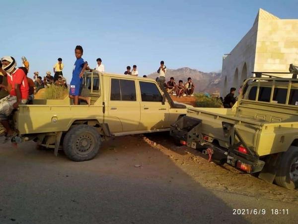 محتجون يمنعون مركبات قوات الانتقالي من التزود بالوقود