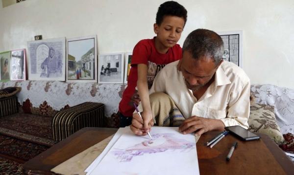 فنان يمني يخترق حاجز الصمت بالألوان