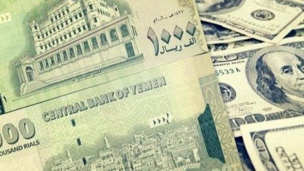 الريال يتهاوى أمام العملات الأجنبية وسط عجز حكومي