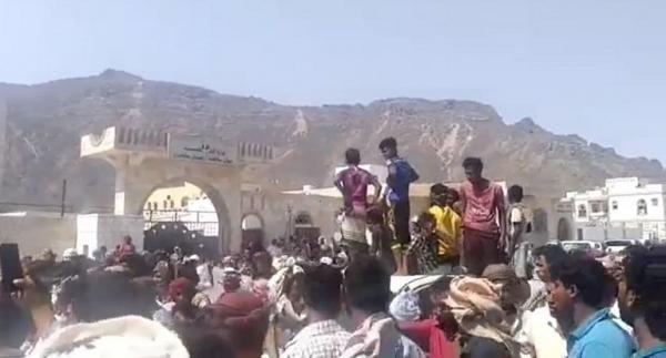 سقطرى تشهد تظاهرة حاشدة تطالب برحيل الاحتلال الاماراتي ومليشياته من الأرخبيل