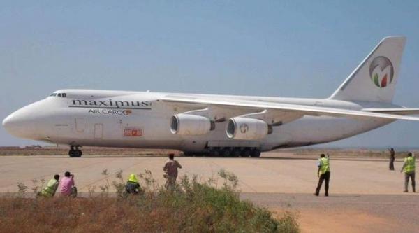 وصول طائرة إماراتية تحمل سياحاً أجانب إلى سقطرى بالتزامن مع وصول وفد سعودي