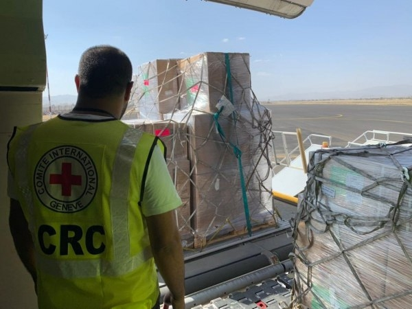 الصليب الأحمر يعلن وصول مساعدات طبية إلى صنعاء