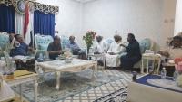 قال ضروري من تصويب العلاقة مع السعودية ...وزير الداخلية يلتقى لجنة الاعتصام السلمي في القصر الجمهوري بالمهرة